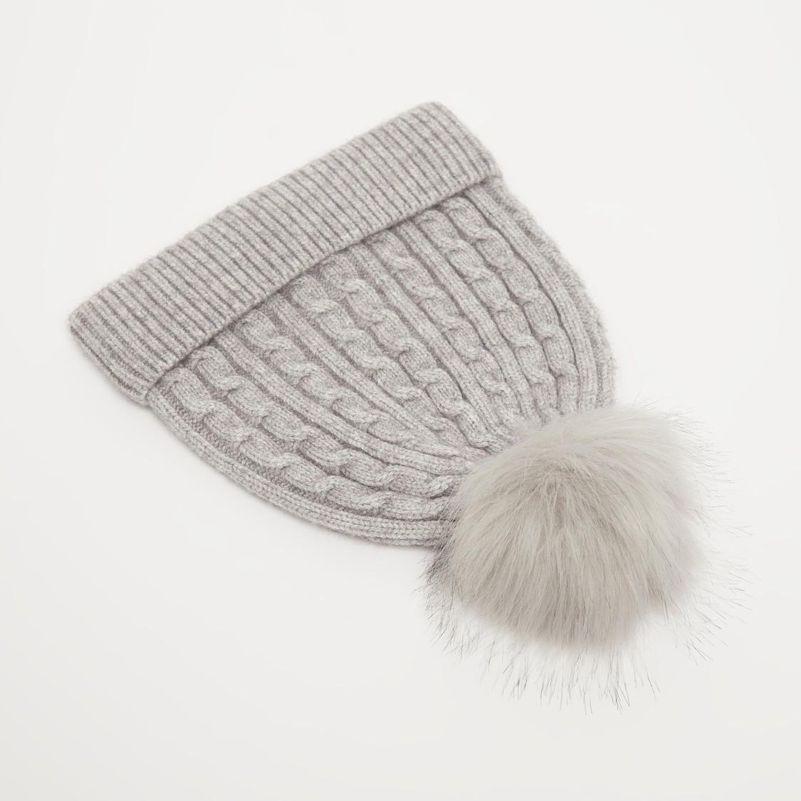 قبعة بيني بارزة الملمس بتزيينات بوم بوم