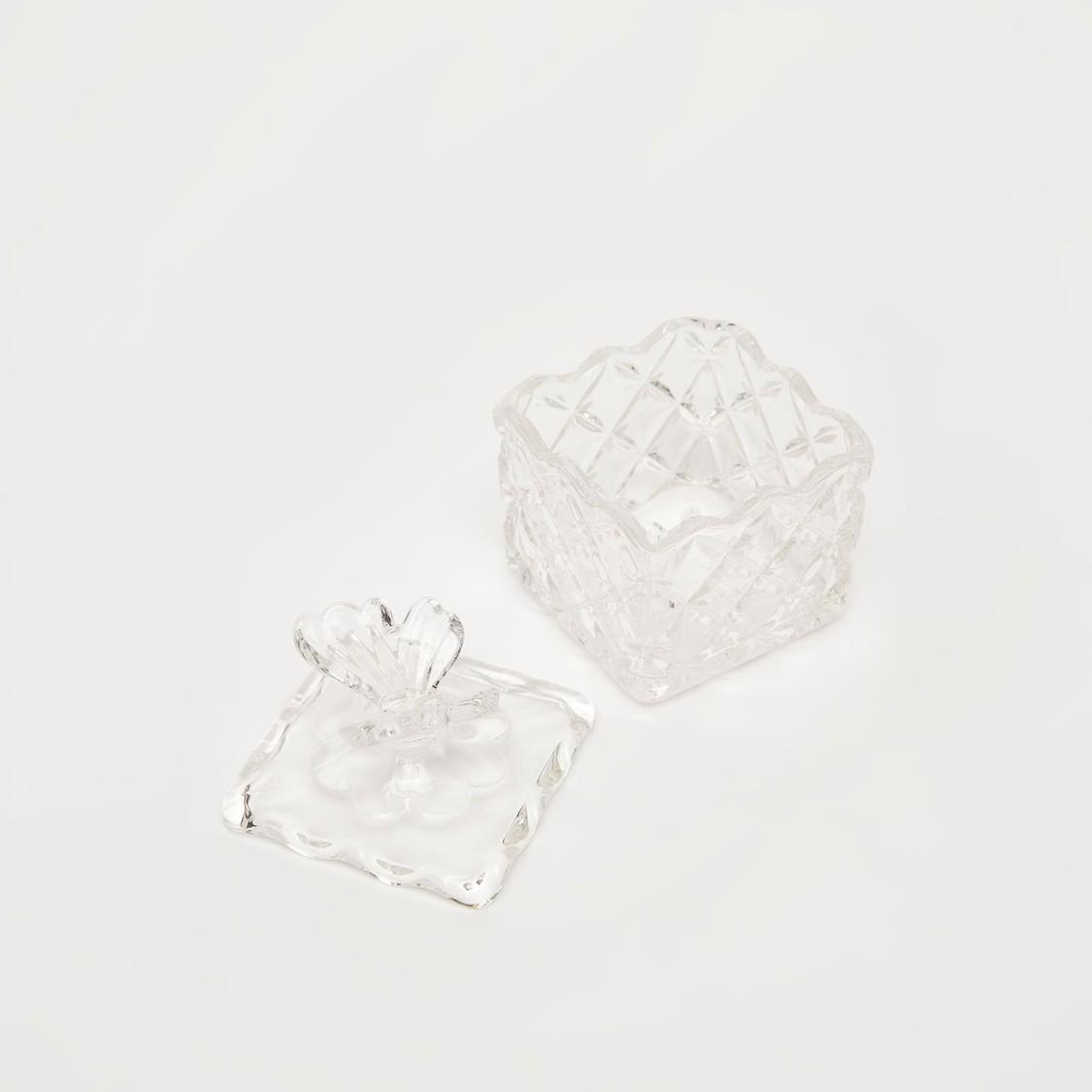 جرة زجاجية منقوشة بغطاء