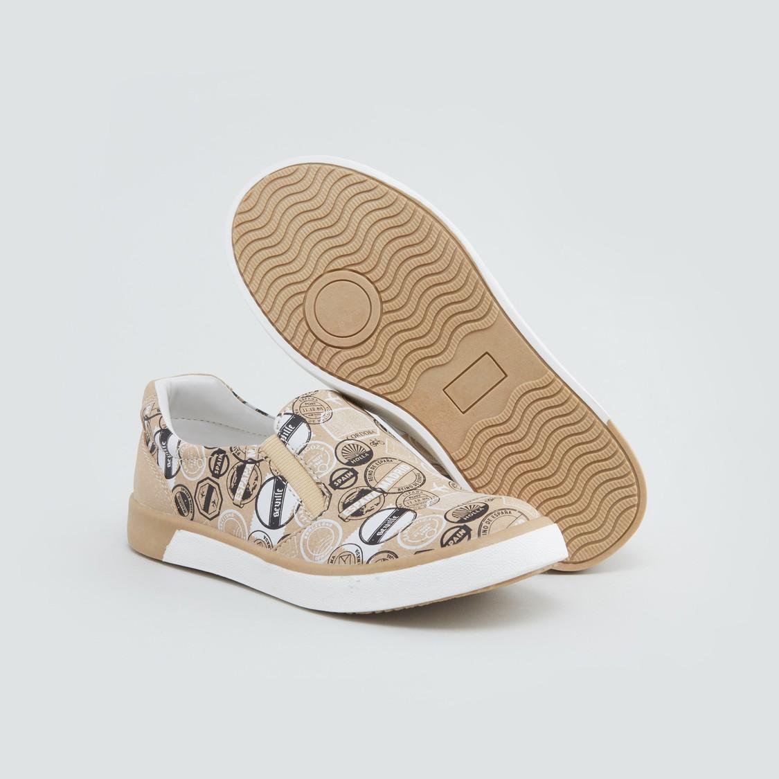 حذاء بأطراف مطاطية وطبعات
