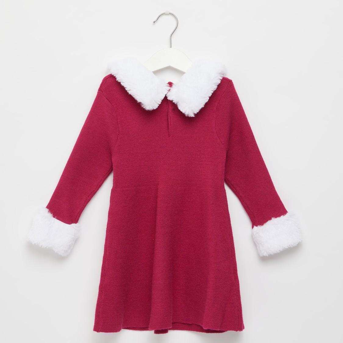 فستان كنزة بارز الملمس بأكمام طويلة وياقة مخملية