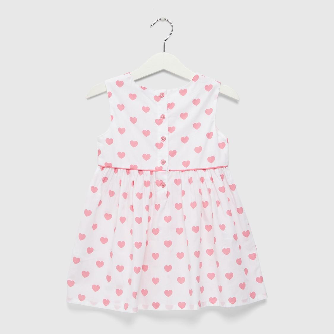 فستان بطبعات قلب بالكامل وياقة مستديرة