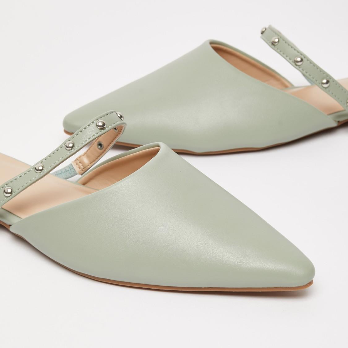 حذاء سهل الارتداء بتزيينات ومقدمة مدبّبة