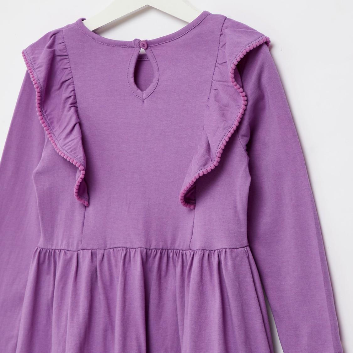 فستان بطول الركبة بياقة مستديرة وأكمام طويلة وطبعات جرافيك