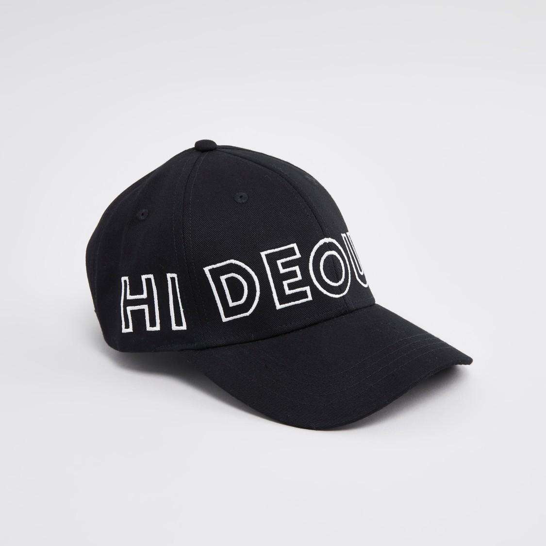 قبعة كاب سادة بطبعات وتطريز