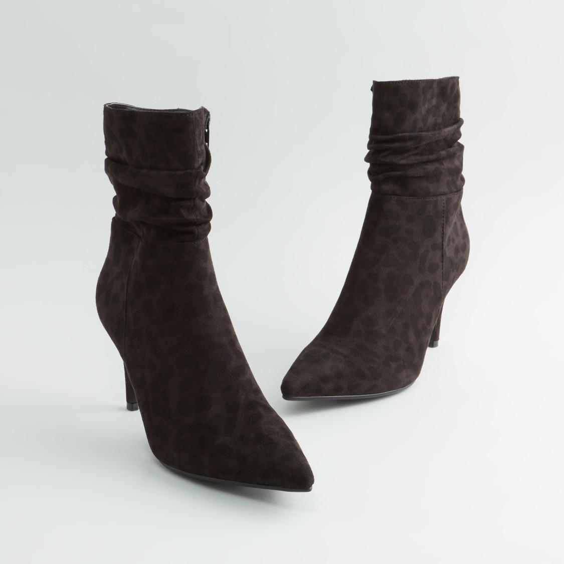 حذاء طويل بكعب عالي رفيع مع سحّاب إغلاق و طبعات