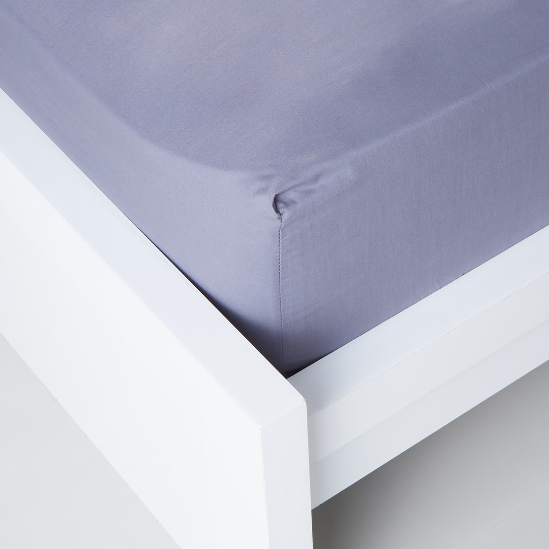 Fitted Sheet with Elasticised Corners - 120x200 cms