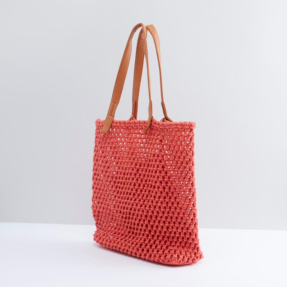 حقيبة توت بنمطٍ منسوج مع حقيبة صغيرة