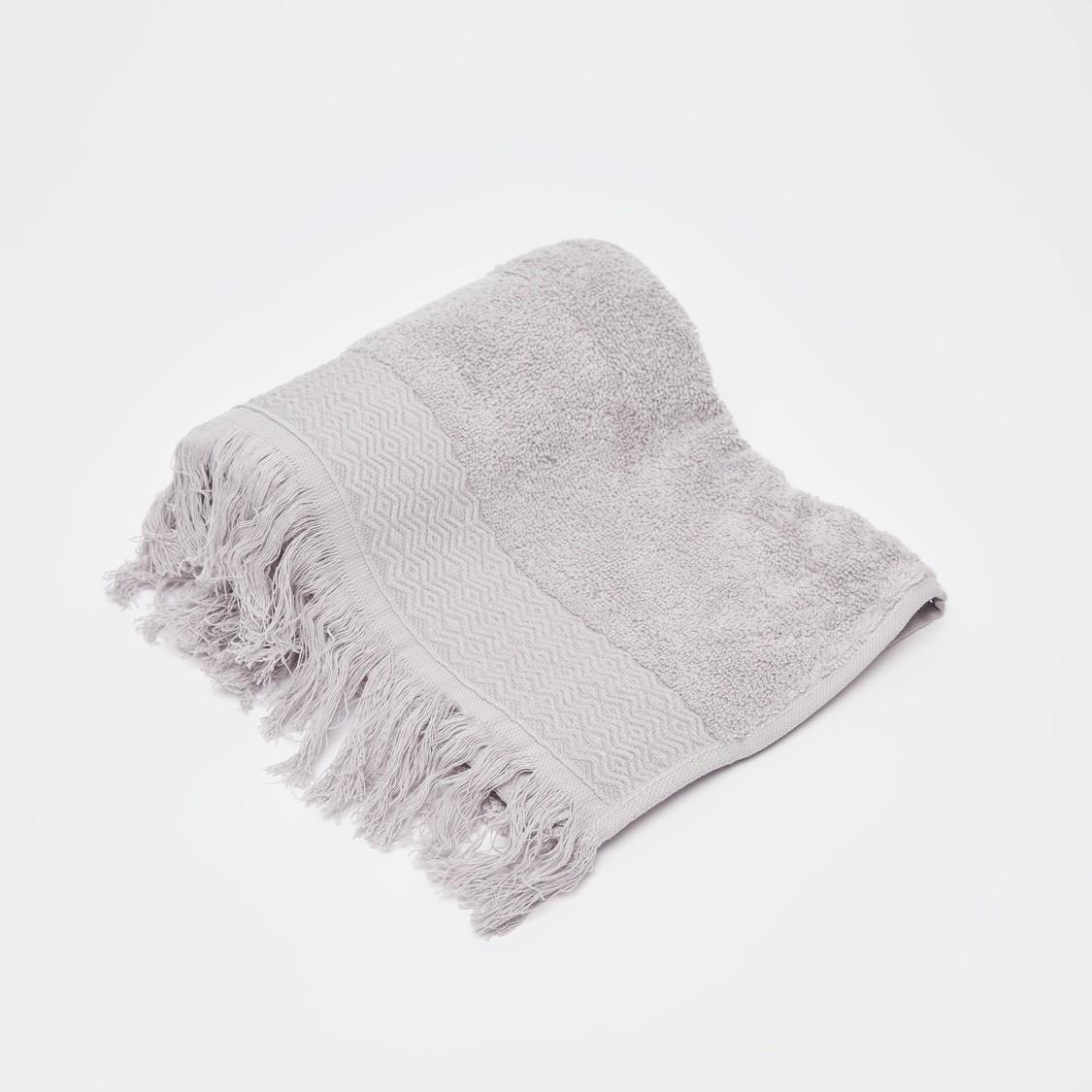 منشفة يد بارزة الملمس بتفاصيل شراشيب - 80x50  سم