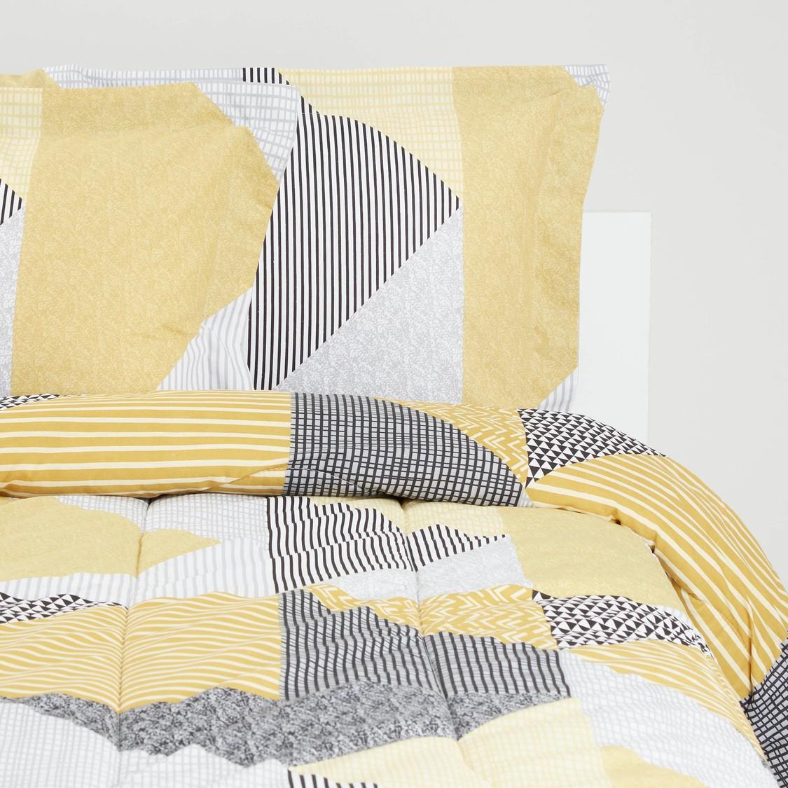Abstract Print Comforter Set - 220x230 cms