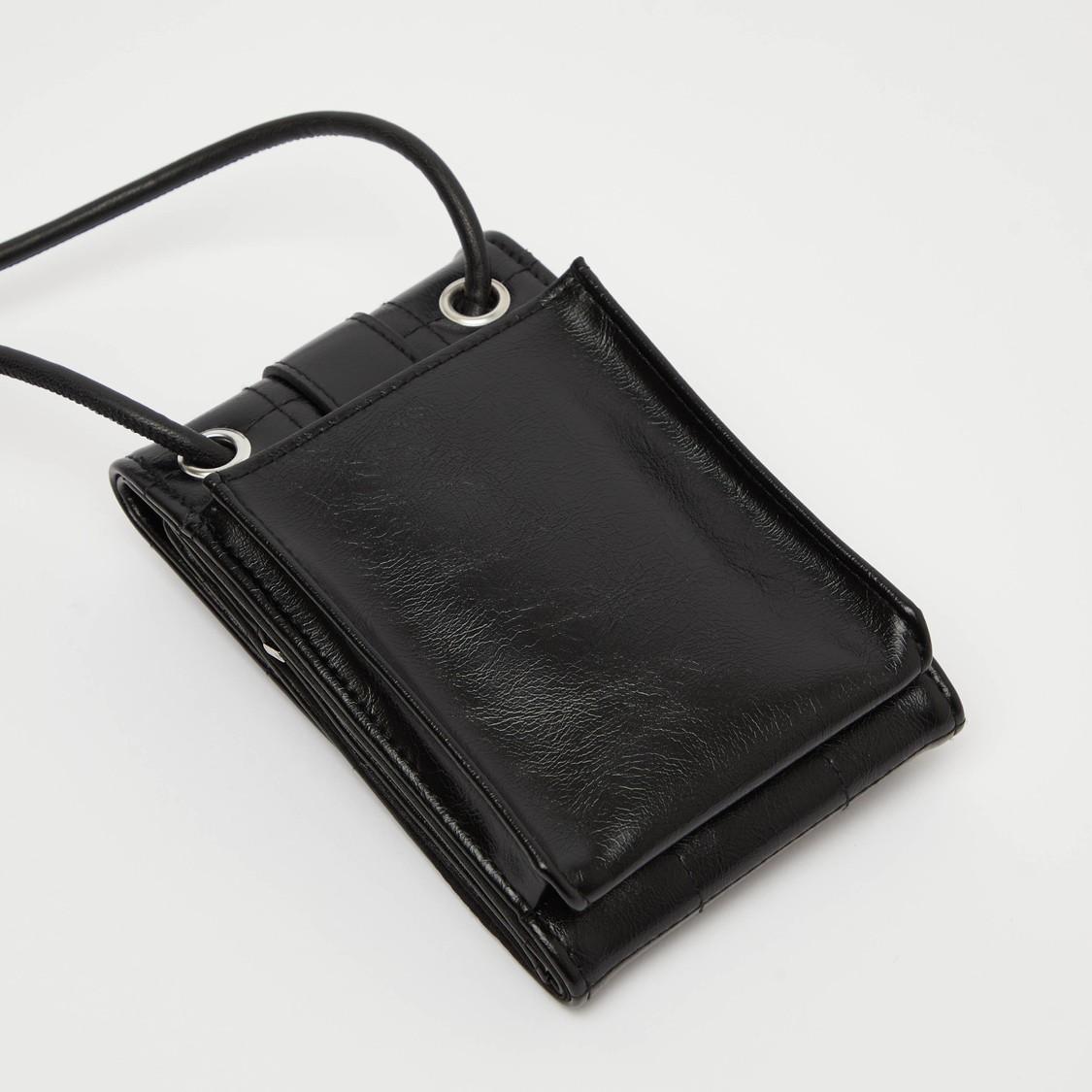 محفظة مبطنة بتزيينات حزام وبحمالة