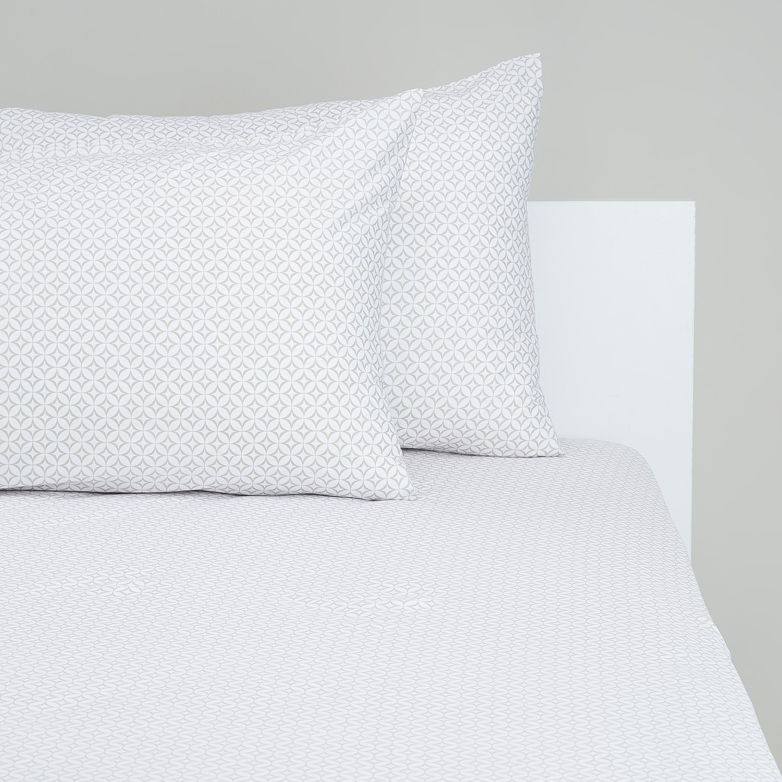 Printed Queen Fitted Sheet with Elasticised Hem - 200x150 cms