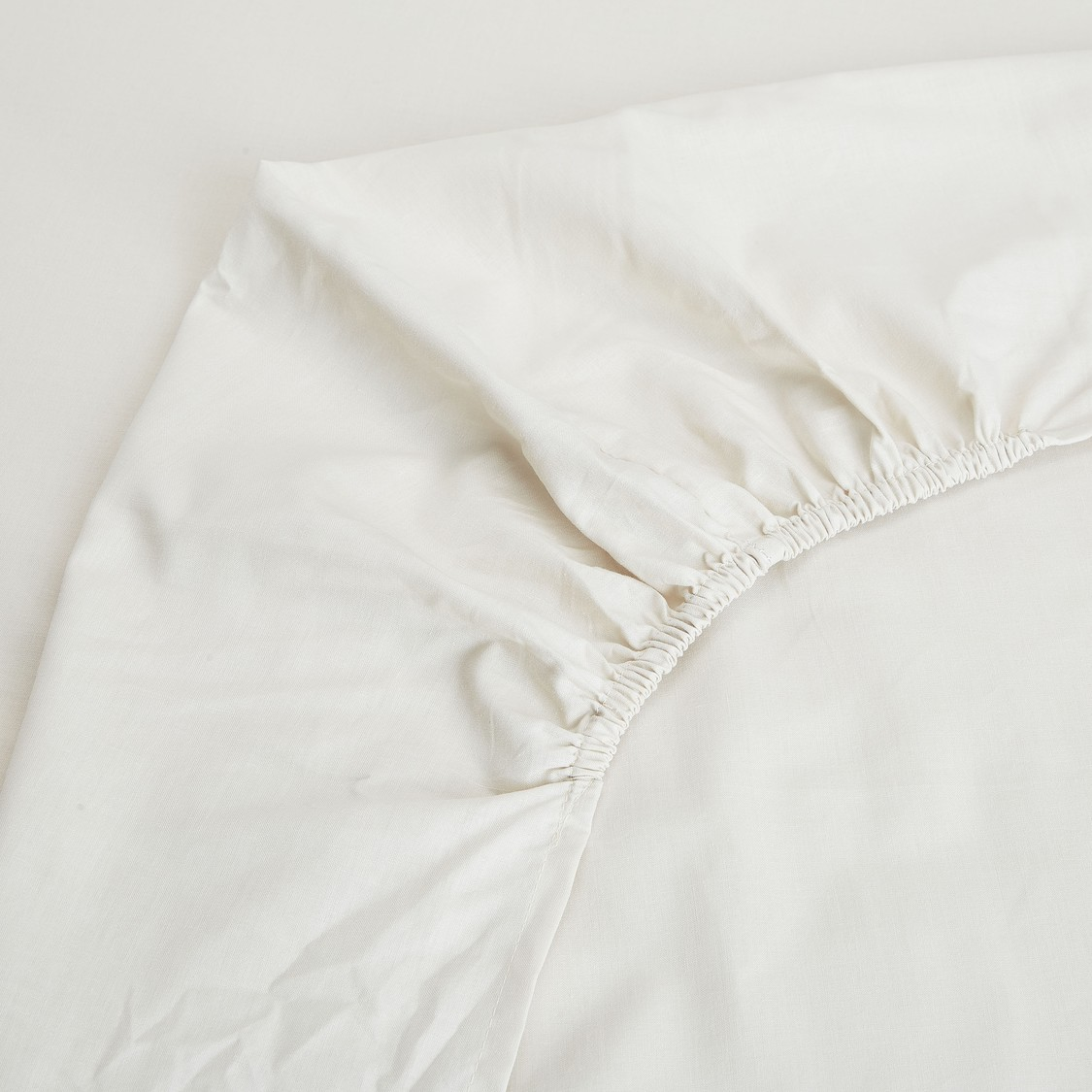 Solid King Fitted Sheet with Elasticised Hem - 200x180 cms