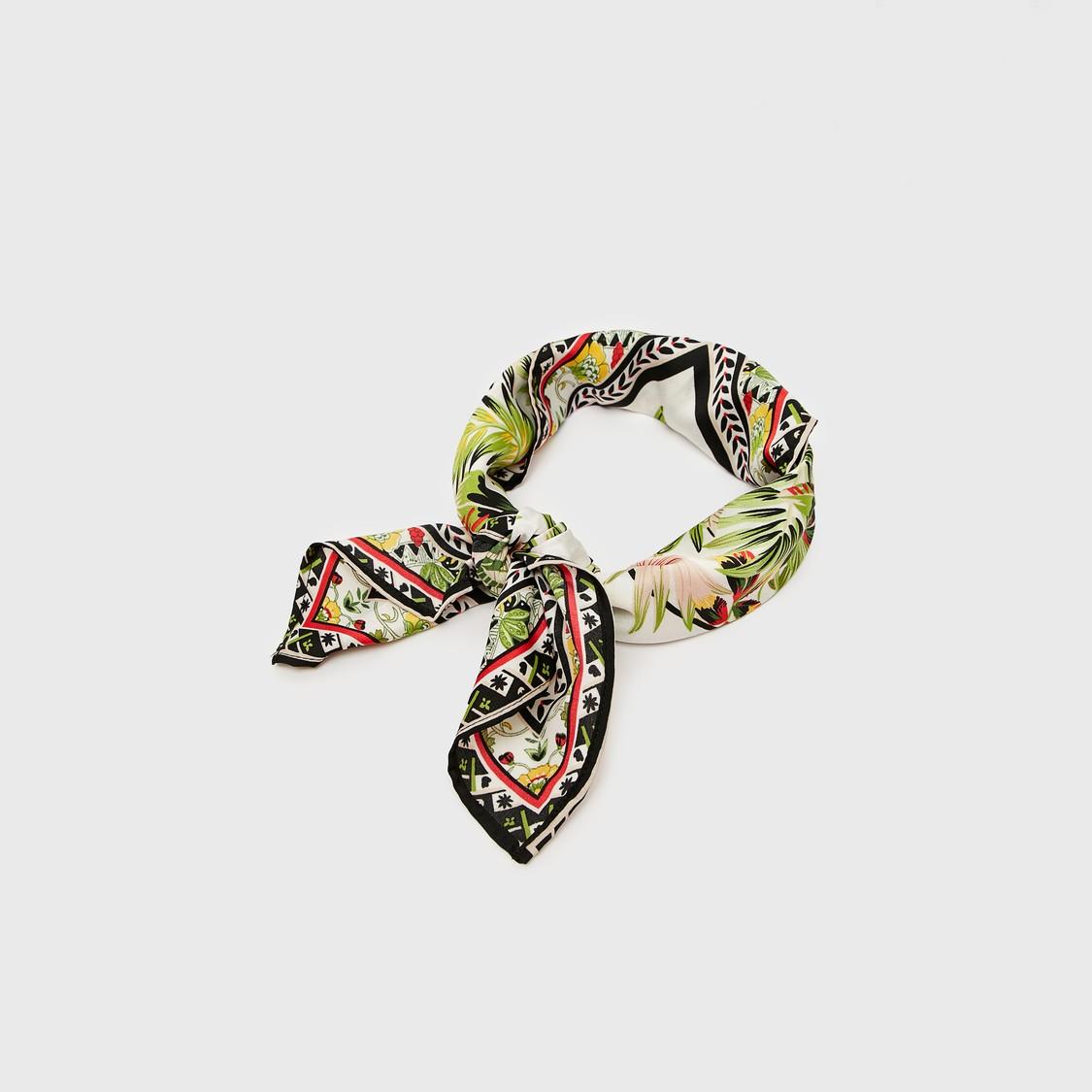 ربطة شعر بتفاصيل عقدة وطبعات