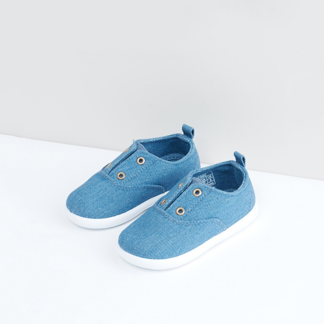 Canvas Textured Shoes with Eyelet Detail