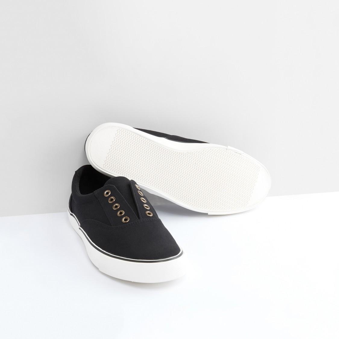 حذاء سهل الارتداء بخياطة بارزة وحلقات