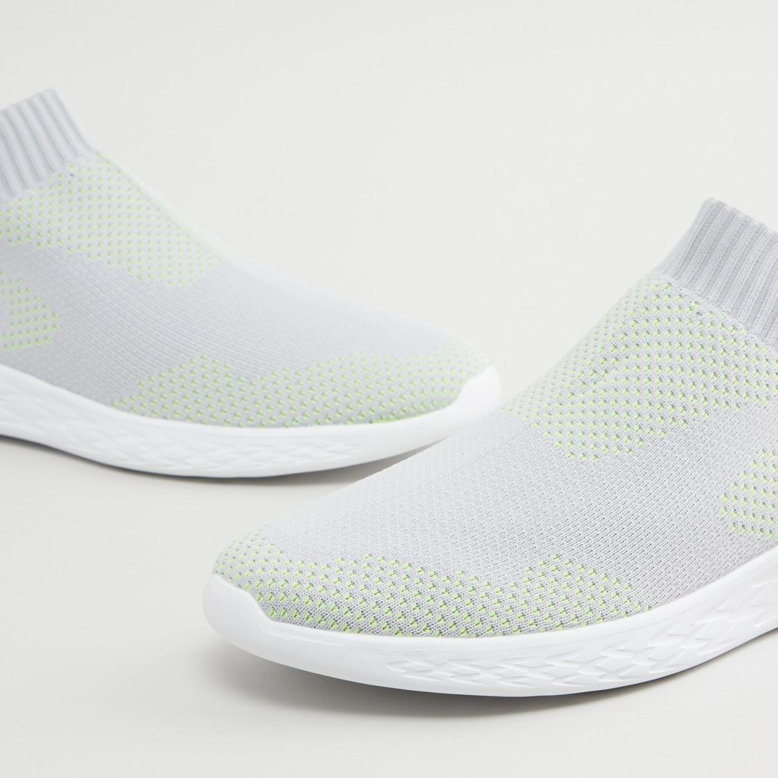 حذاء رياضي سهل الارتداء بارز الملمس بلسان سحب