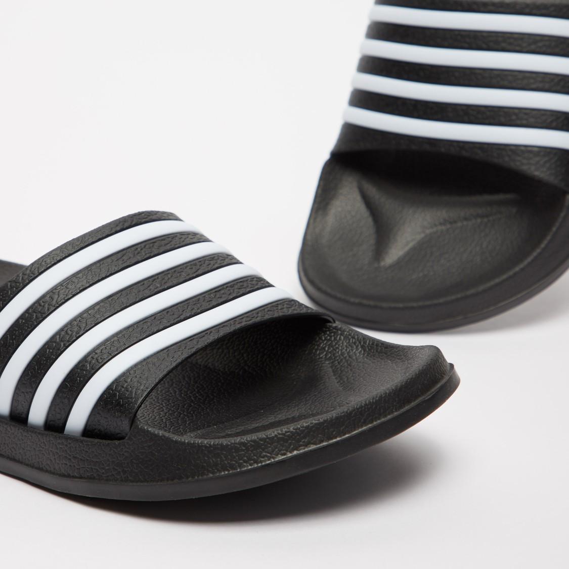 حذاء خفيف سهل الارتداء بحزام مخطط