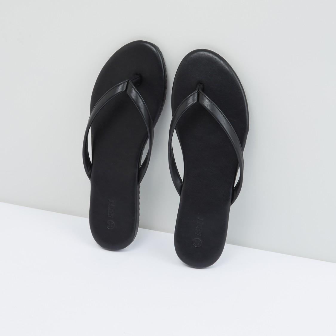 حذاء سهل الارتداء مزيّن بتفاصيل خياطة بارزة
