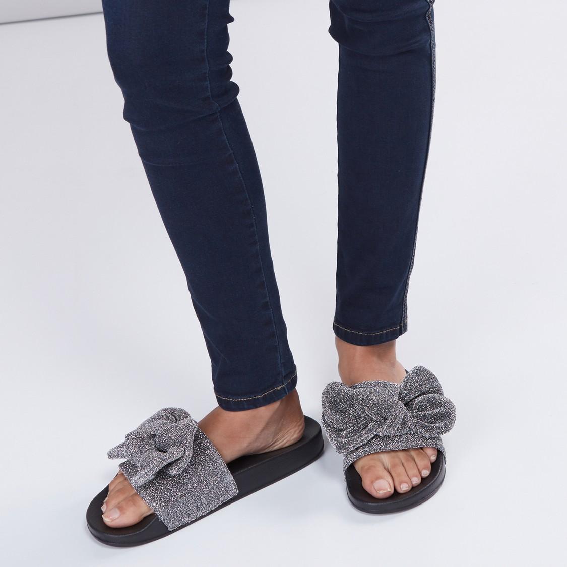 حذاء خفيف مزيّن بفيونكة وجليتر