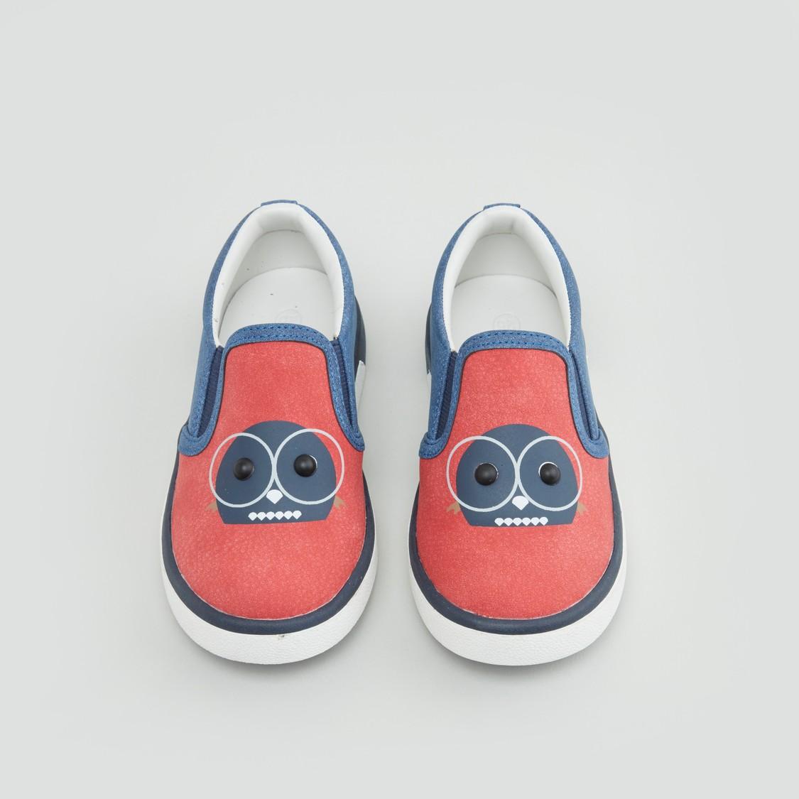 حذاء سهل الارتداء ببطبعات مع اطراف داعمة مطّاطيّة