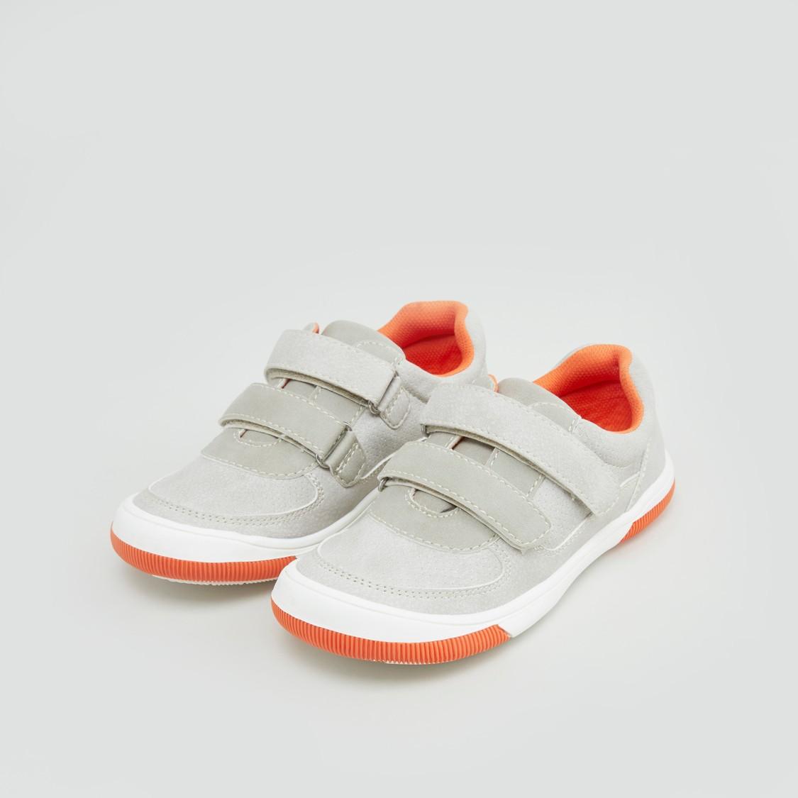 حذاء سنيكرز بكعب منخفض سهل الارتداء مع أحزمة مزدوجة