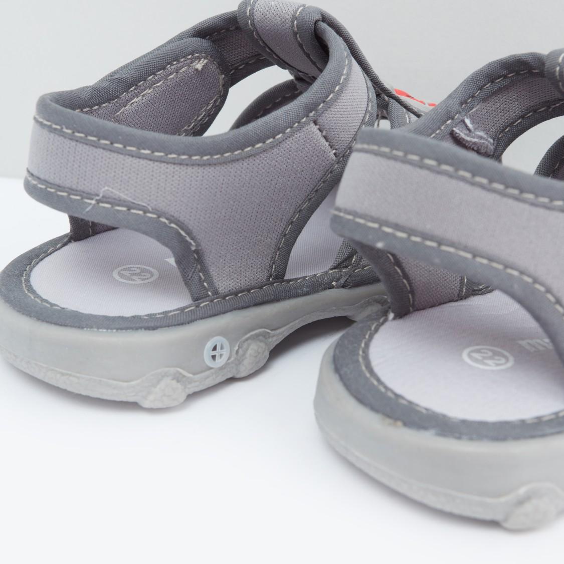 حذاء بتفاصيل مزخرفة واغلاق خطاف وحلقة