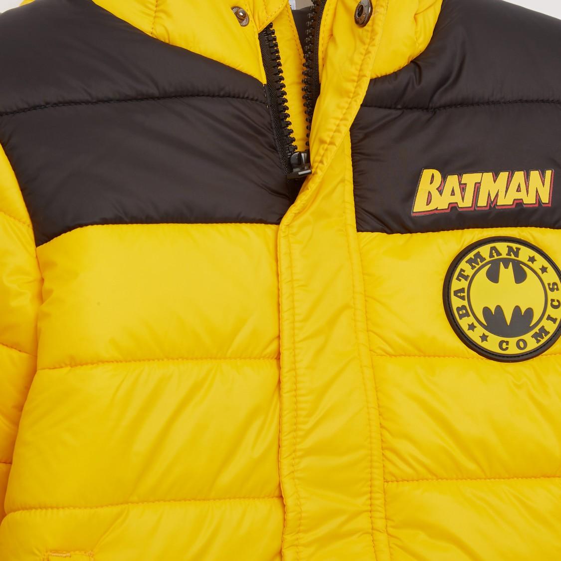 جاكيت بأكمام طويلة وقبعة وطبعات باتمان