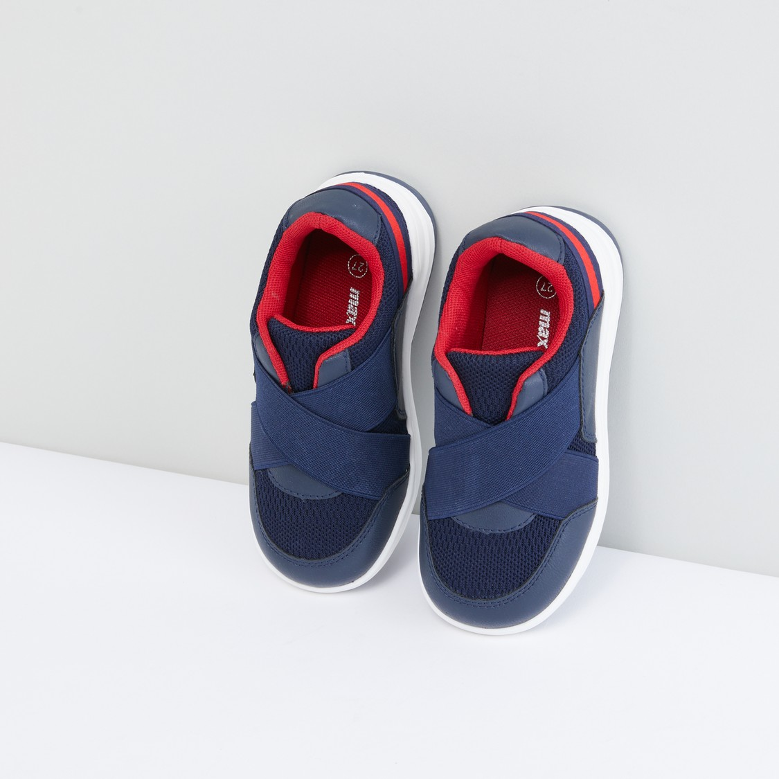 Textured Cross Strap Sports Shoes