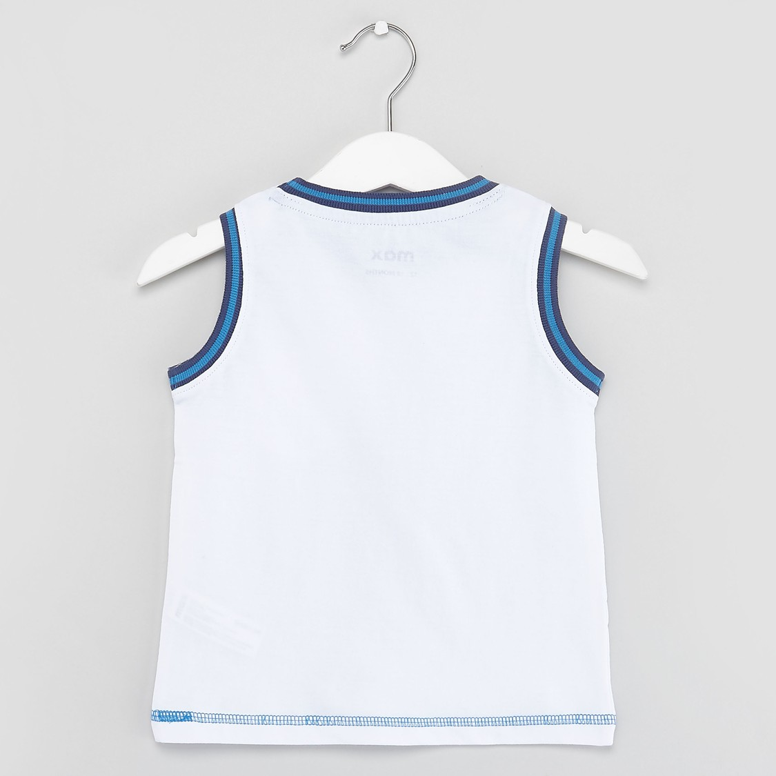 Solid Sleeveless T-shirt with Round Neck and Chest Pocket