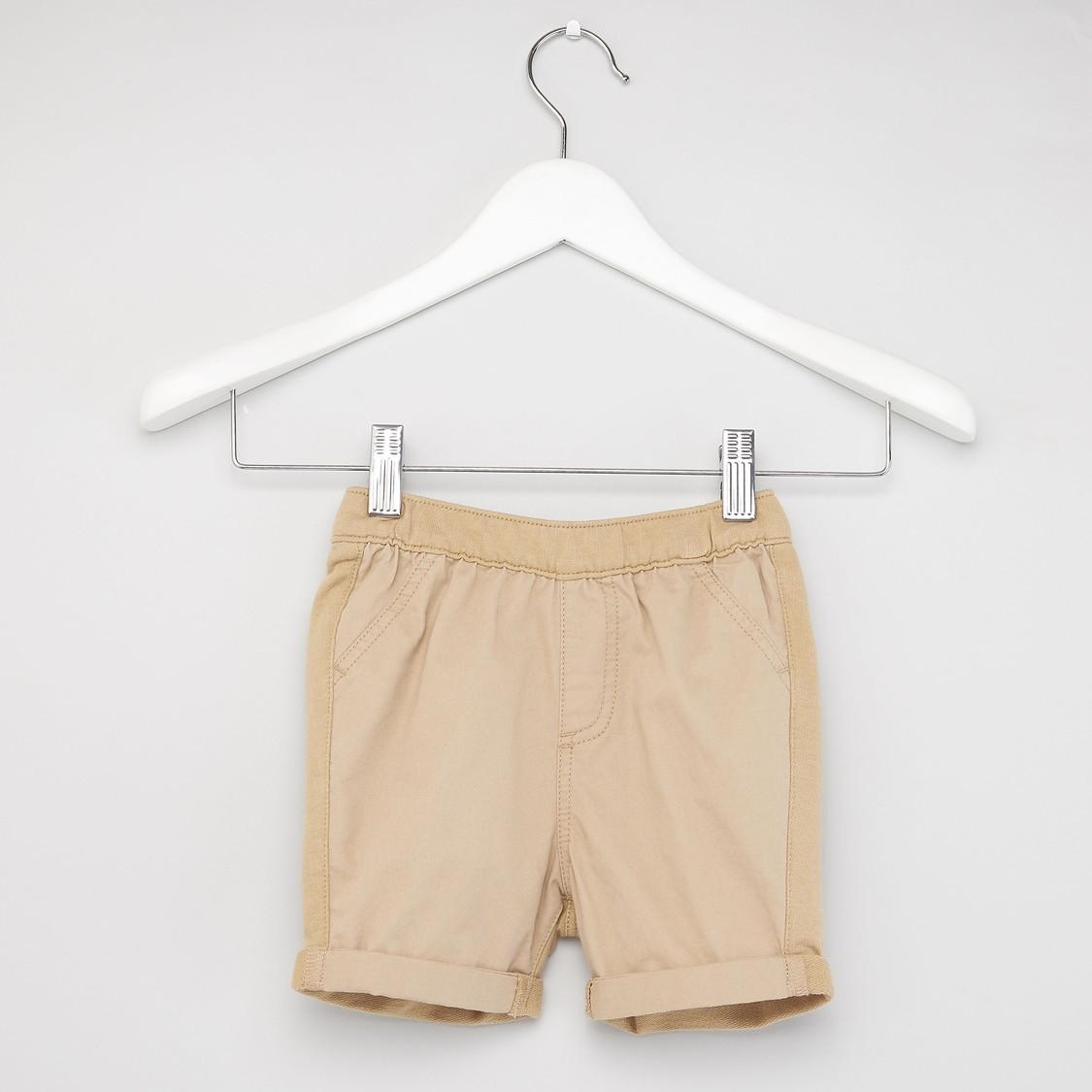 طقم شورت بارز الملمس وقميص بأكمام قصيرة وطبعات