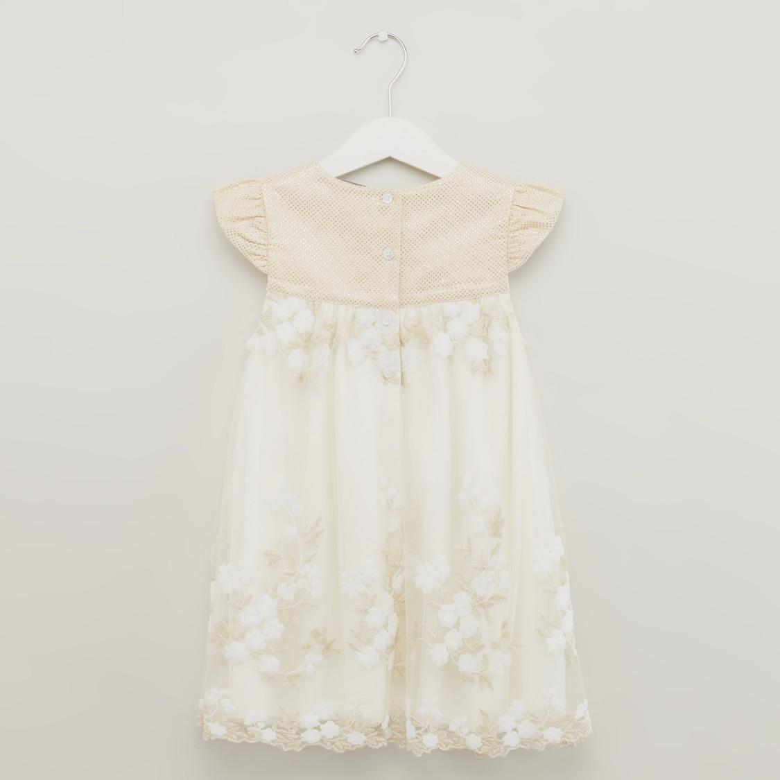 فستان مطرز بالزهور مع أكمام منفوشة
