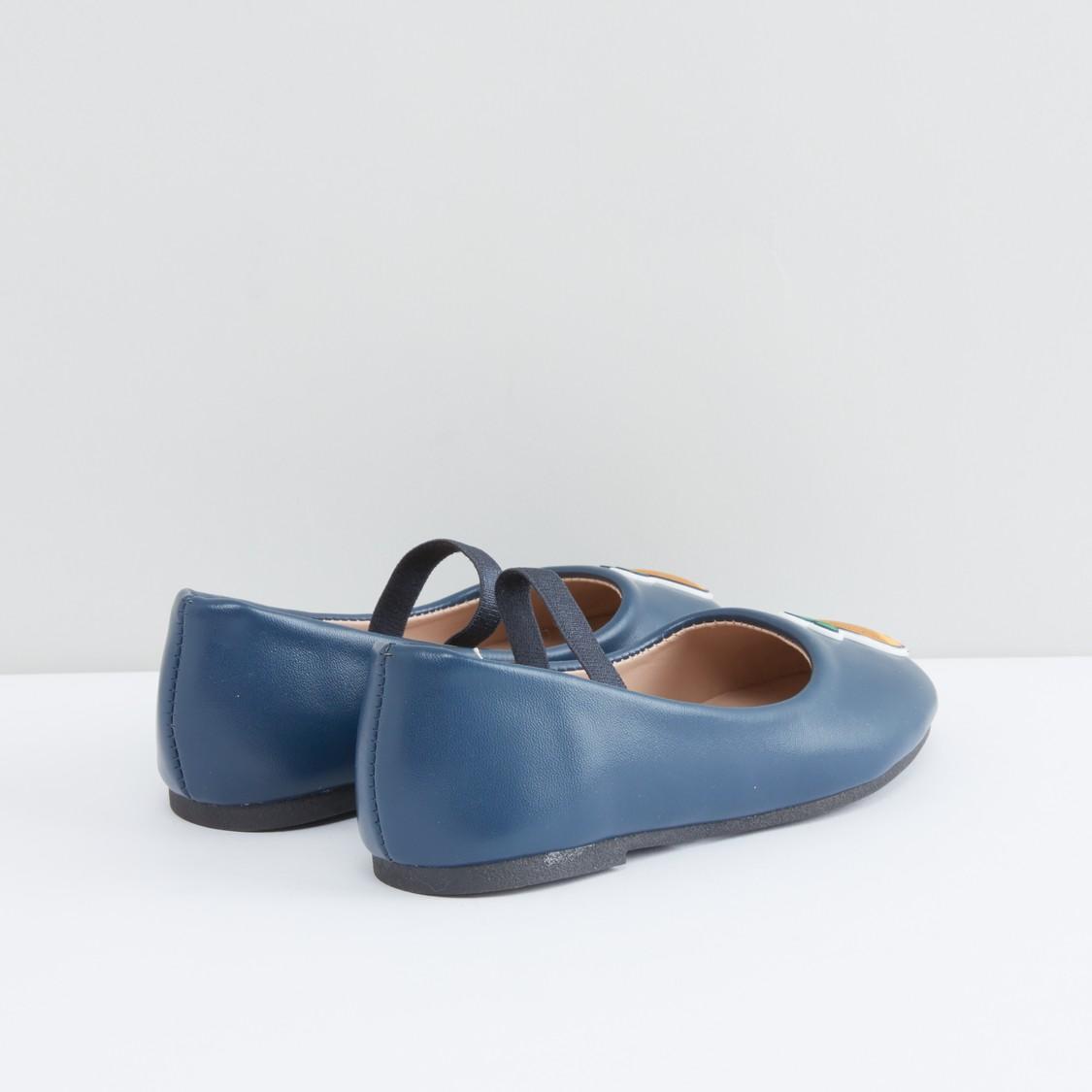 حذاء باليرينا بحزام مطّاطي وتزيينات