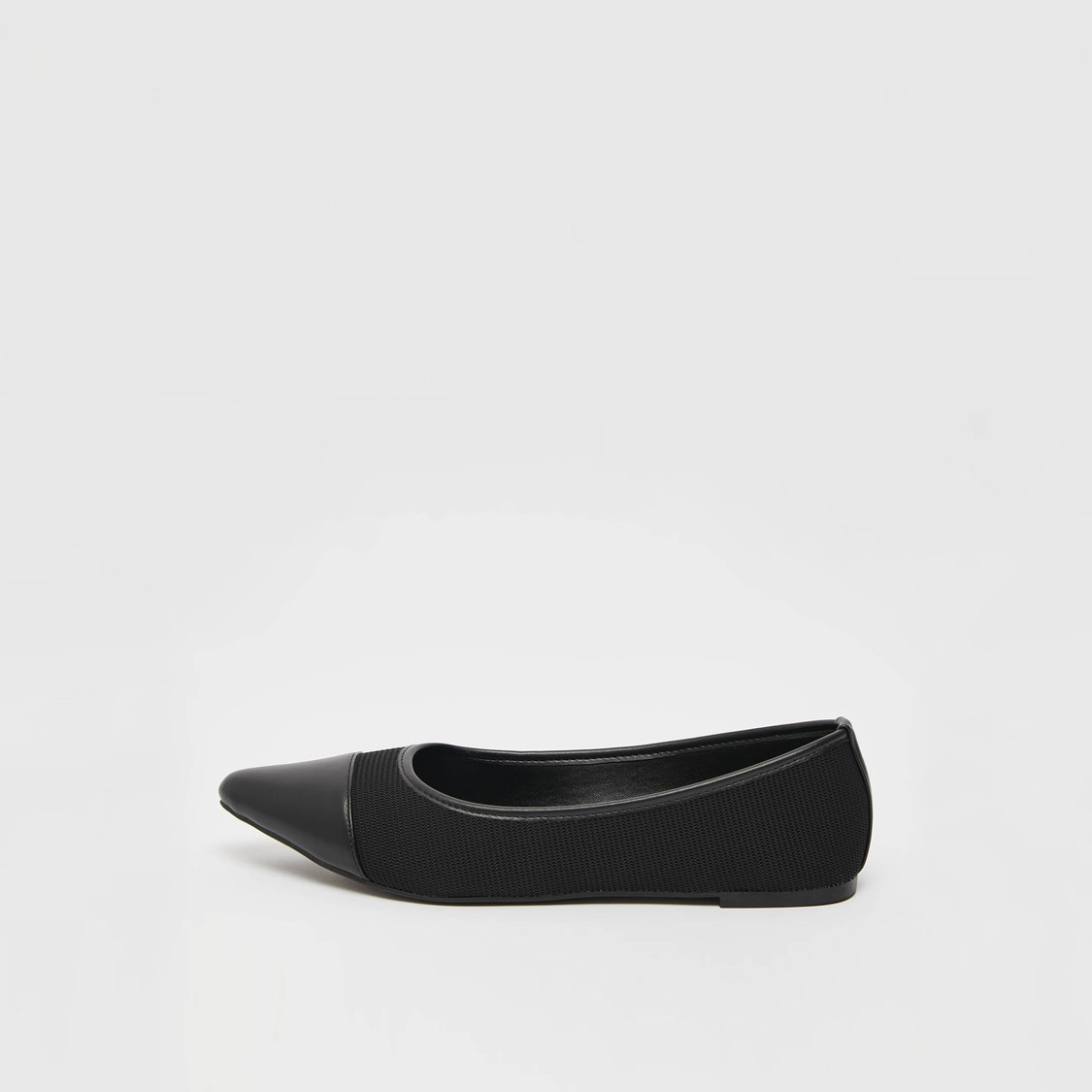 حذاء باليرينا بارز الملمس وسهل الارتداء بمقدمة مدببة