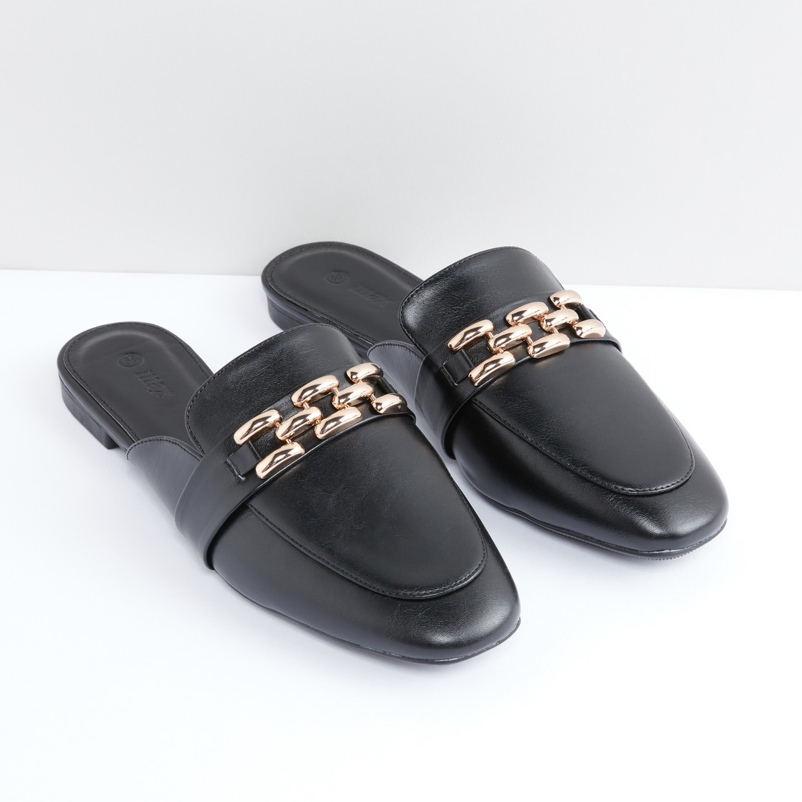 حذاء خفيف بتفاصيل ميتاليك