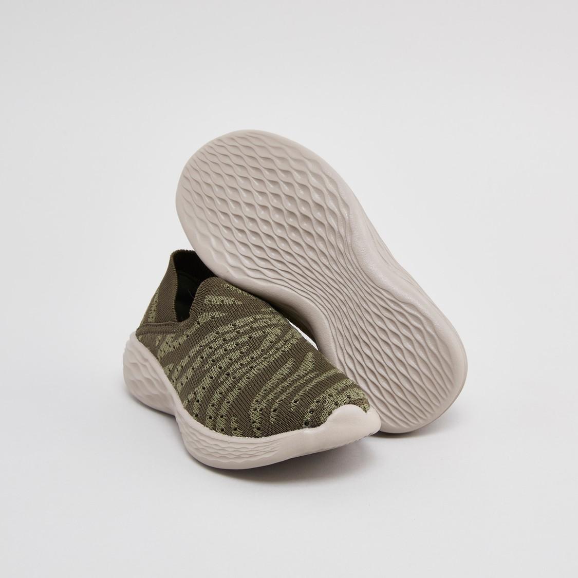 حذاء رياضي سهل الارتداء بتصميم بارز الملمس