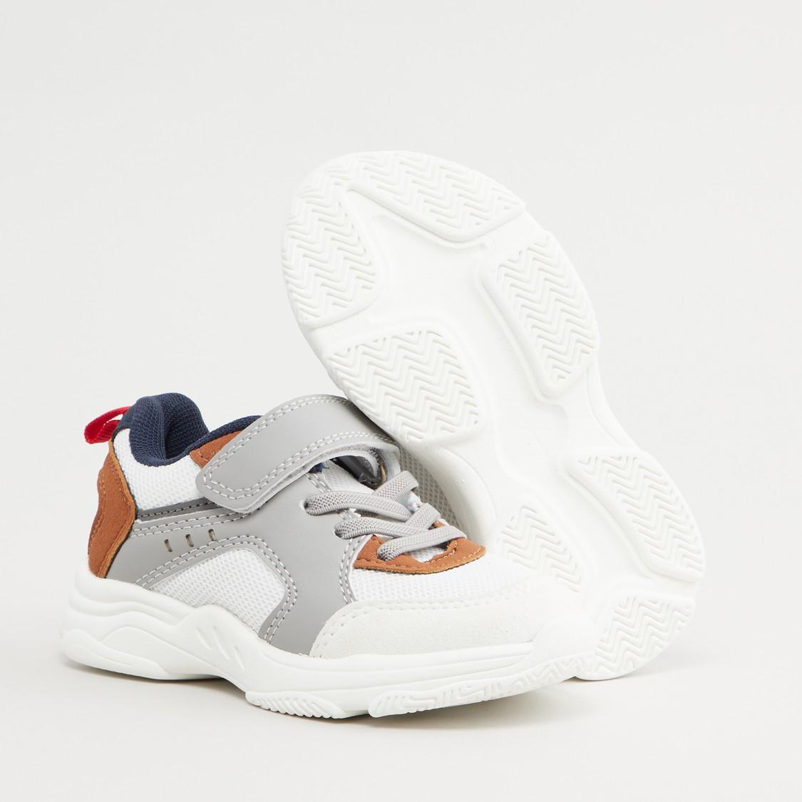 حذاء رياضي بقوالب ملونة بزر إغلاق كباس