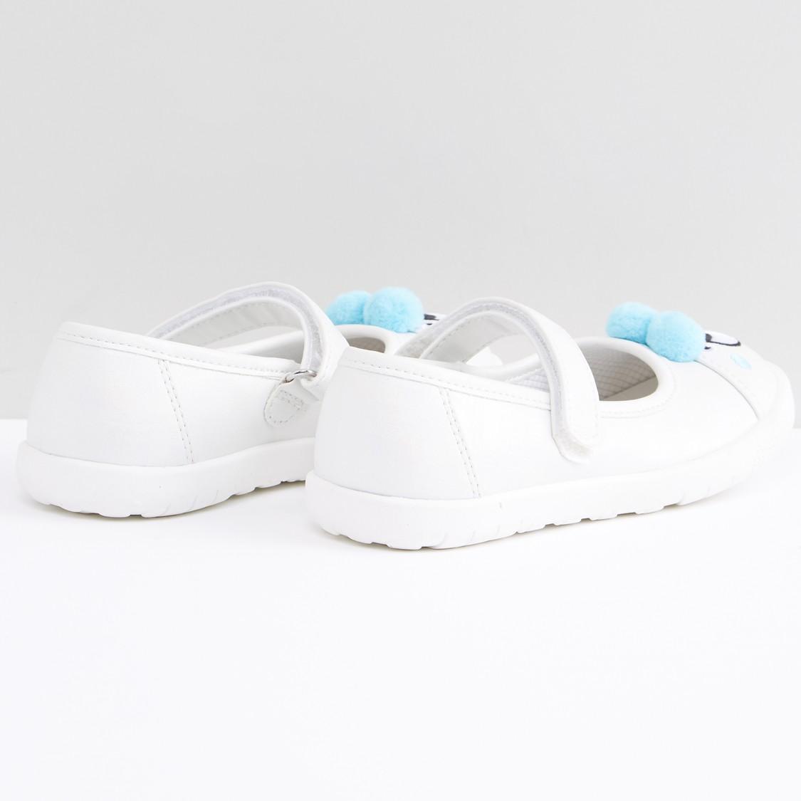 حذاء مطرز بشريط إغلاق وكرات البوم بوم