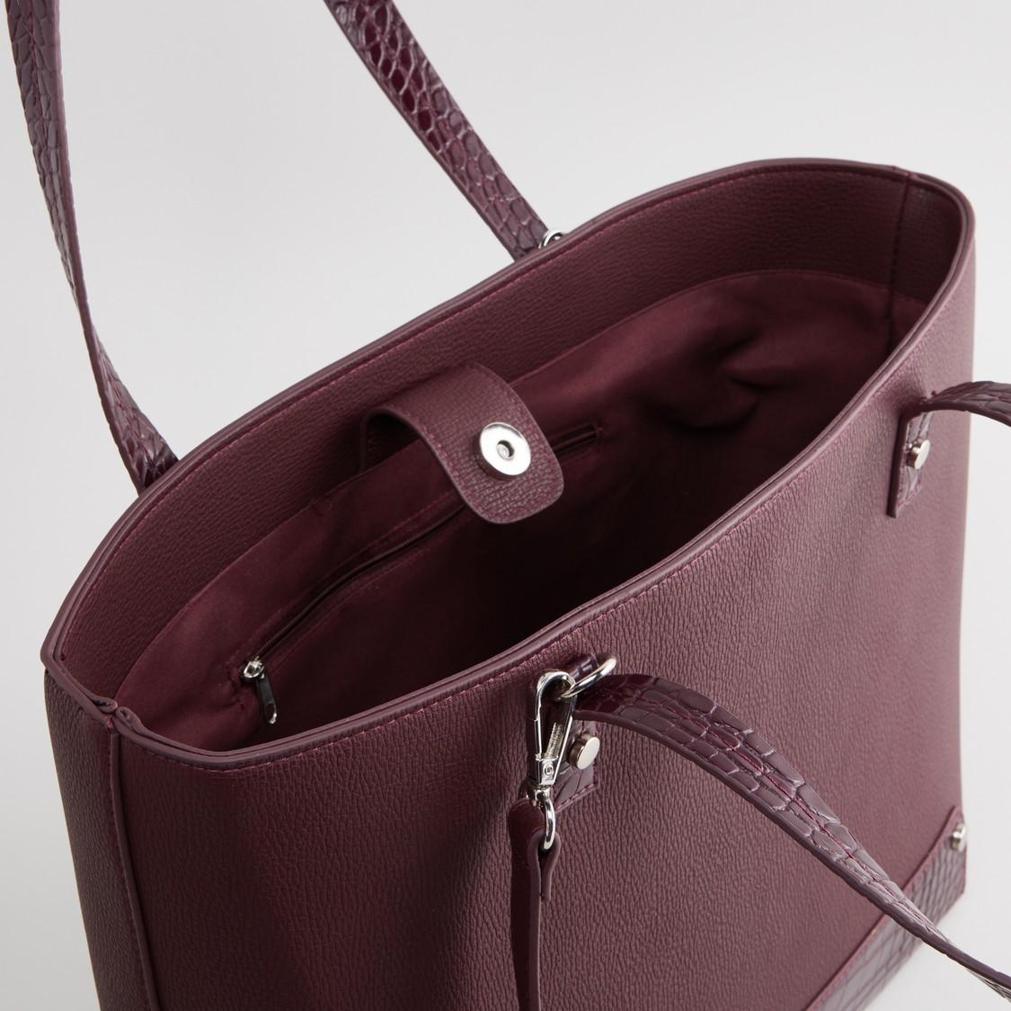 حقيبة يد بارزة الملمس بزر إغلاق وحمّالة قابلة للتعديل