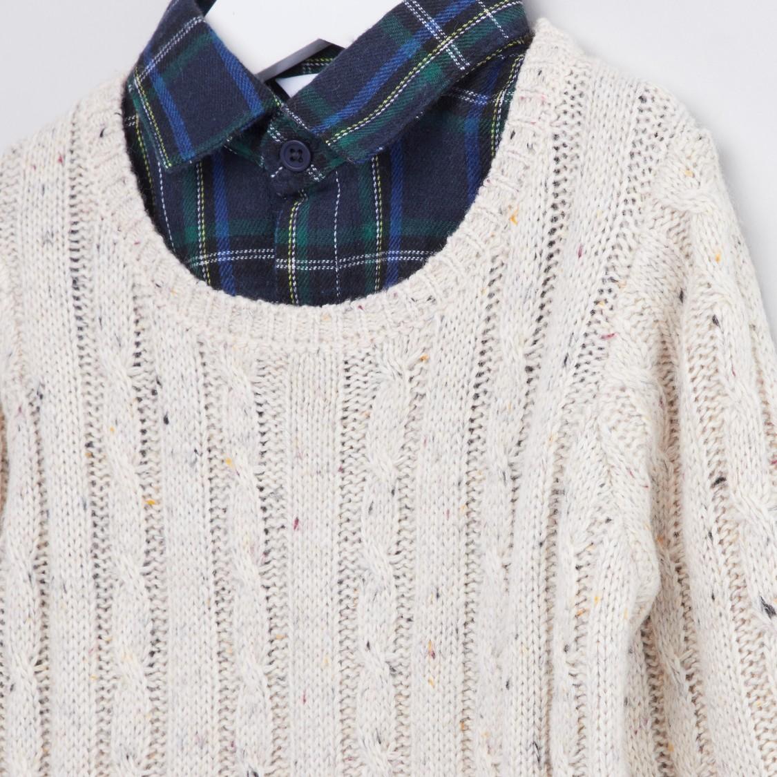 كنزة بارزة الملمس بياقة قميص وأكمام طويلة