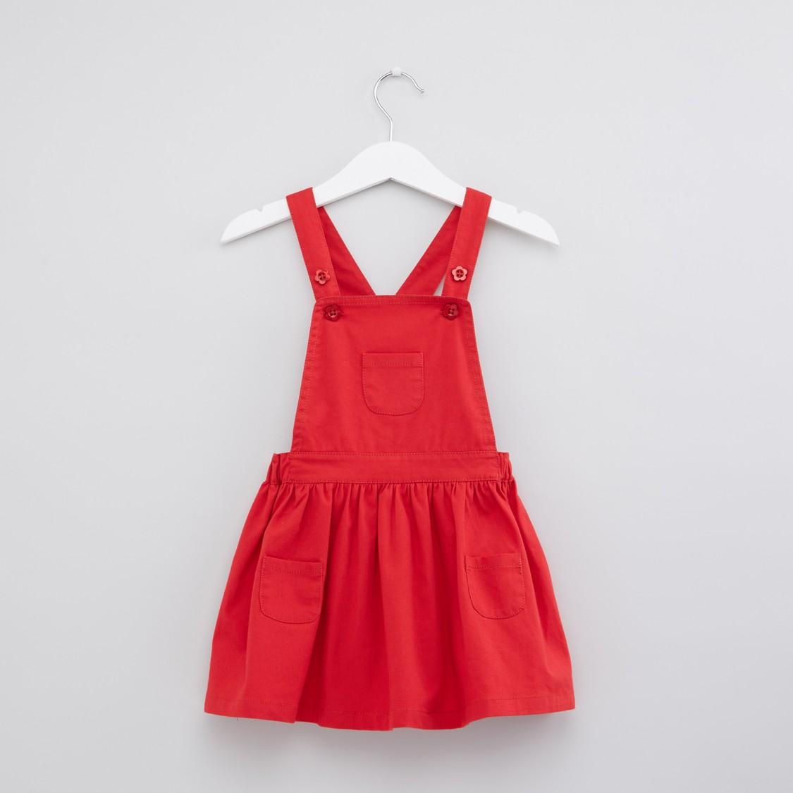 فستان بثقوب وجيوب مع تيشيرت بطبعات