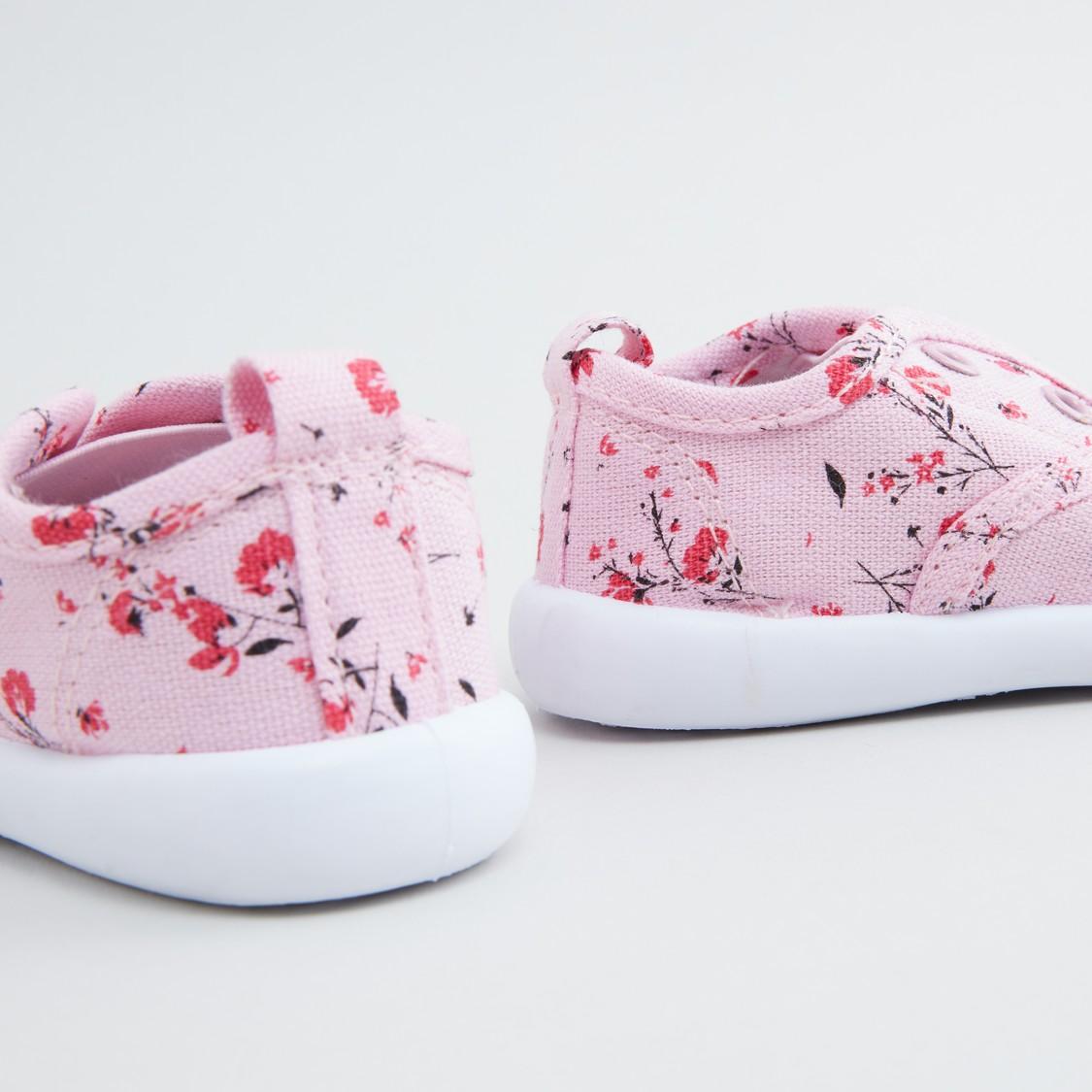 حذاء سهل الارتداء بطبعات أزهار