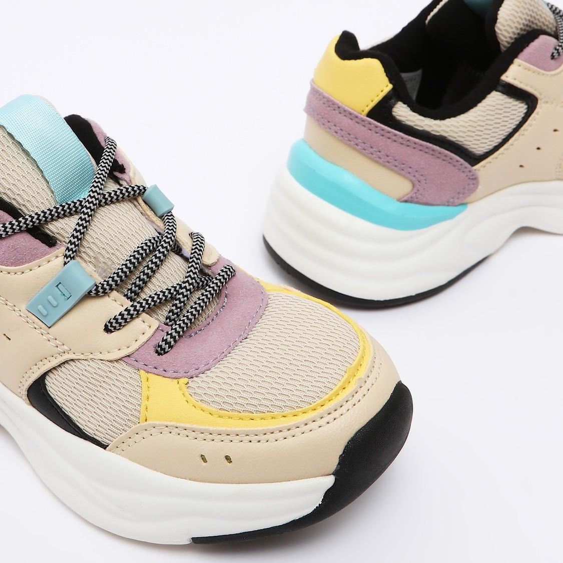حذاء رياضي قوالب ملوّنة برباط إغلاق