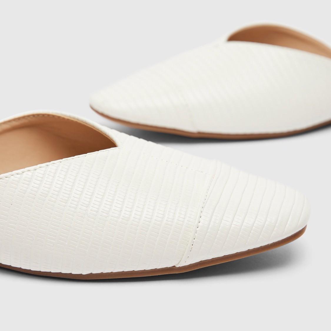 Textured Flat Slip-On Slides