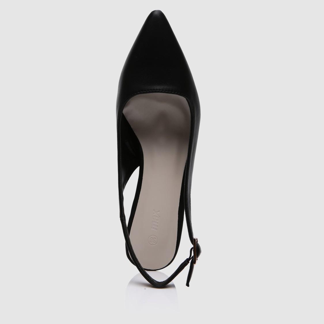 حذاء بحزام خلف الكاحل بكعب متوسط وإبزيم للإغلاق