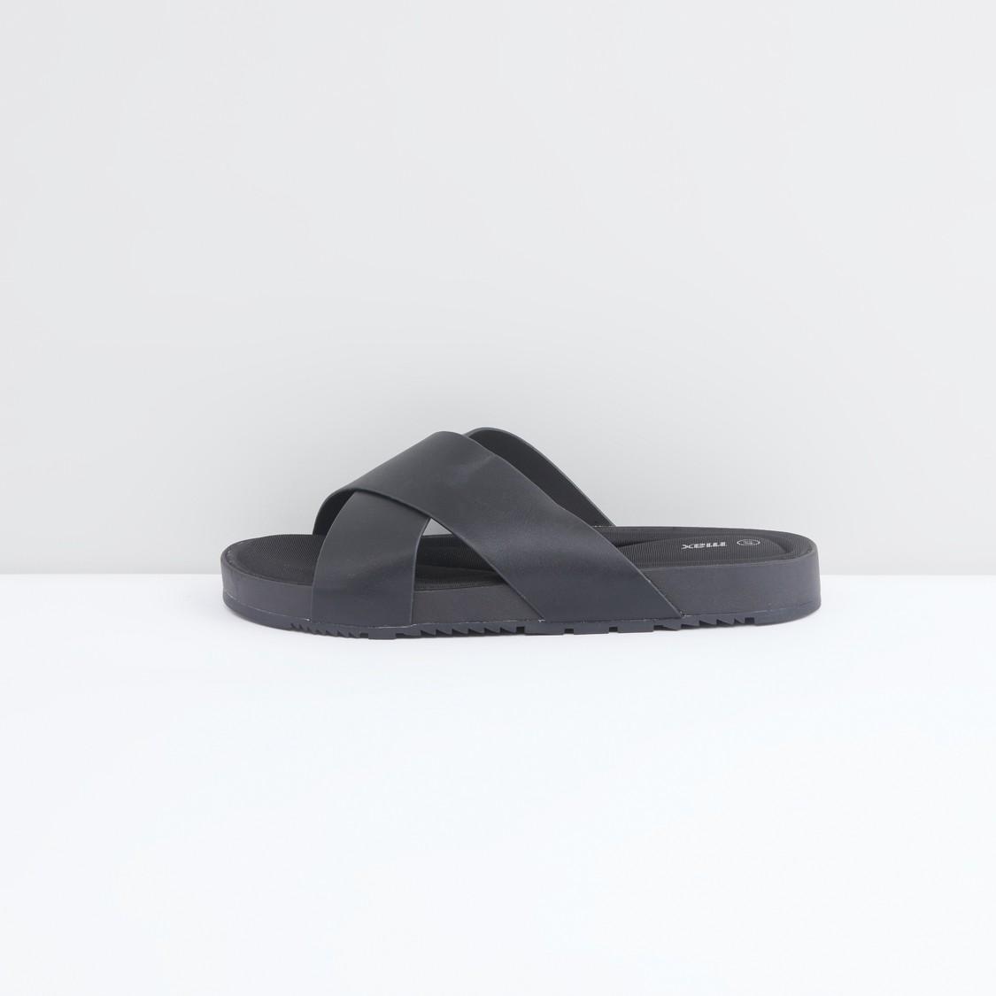 حذاء خفيف بحزام متقاطع