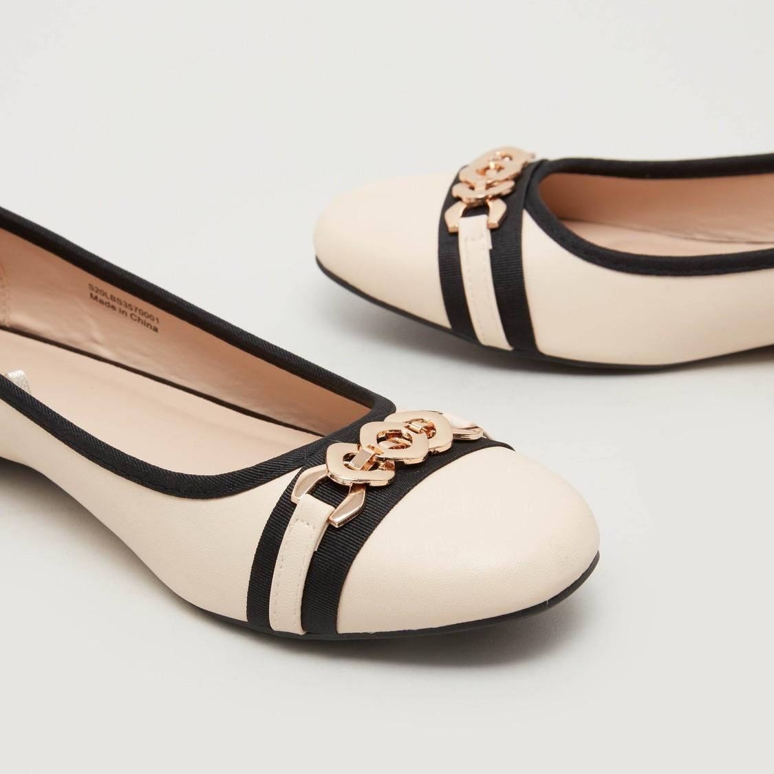 حذاء باليرينا بتفاصيل ميتاليك