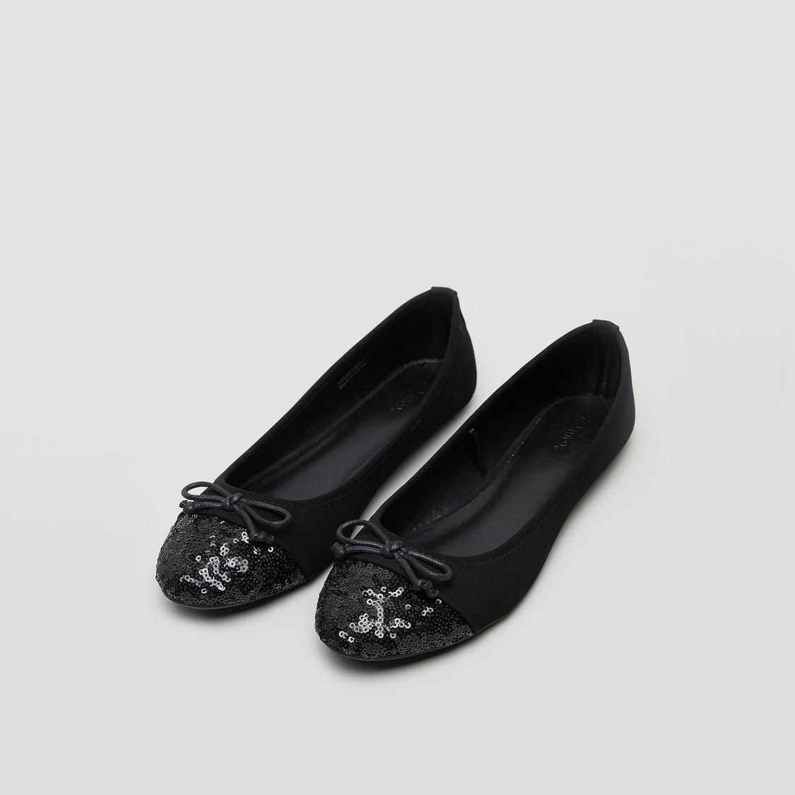 حذاء بالرينا بتفاصيل ترتر مزخرف فيونكة