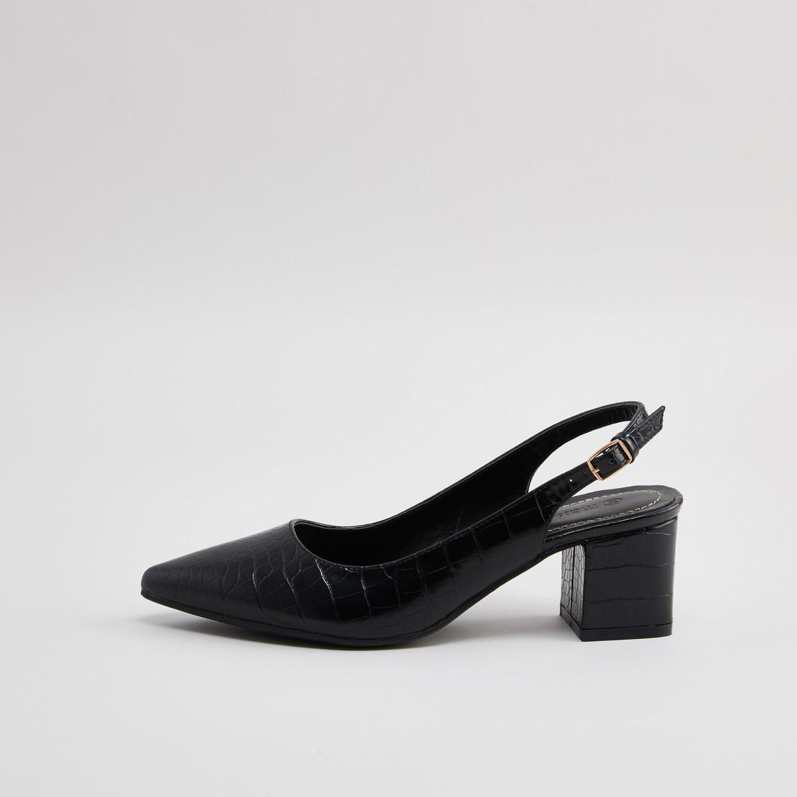 حذاء بكعب عالي بارز الملمس مزين بإبزيم إغلاق