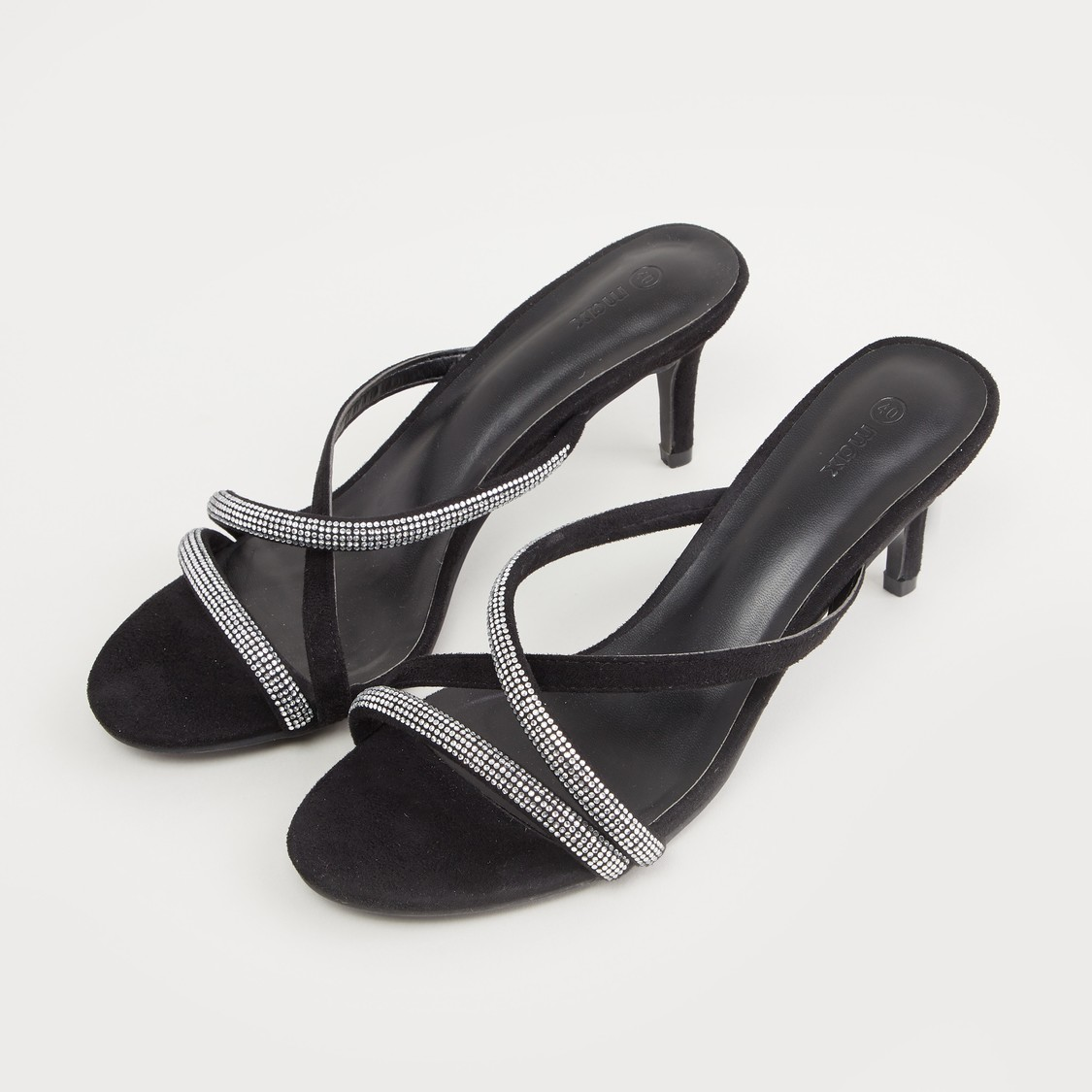 حذاء مرصع بأحزمة متعددة وكعب ستيليتو