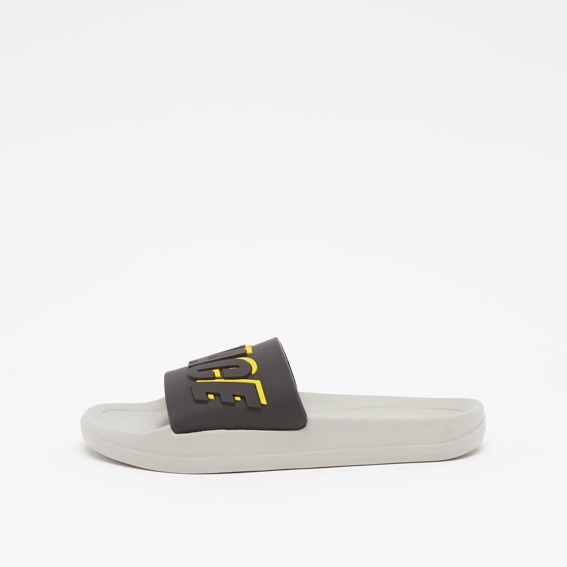 حذاء خفيف بطبعات منقوشة